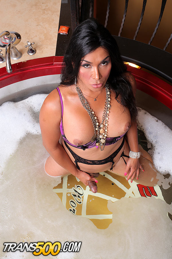 Vaniity hot cougar